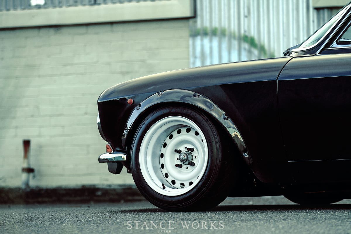 alfa-romeo-gtv-2000-fender-flares-arches-steelies-wide1