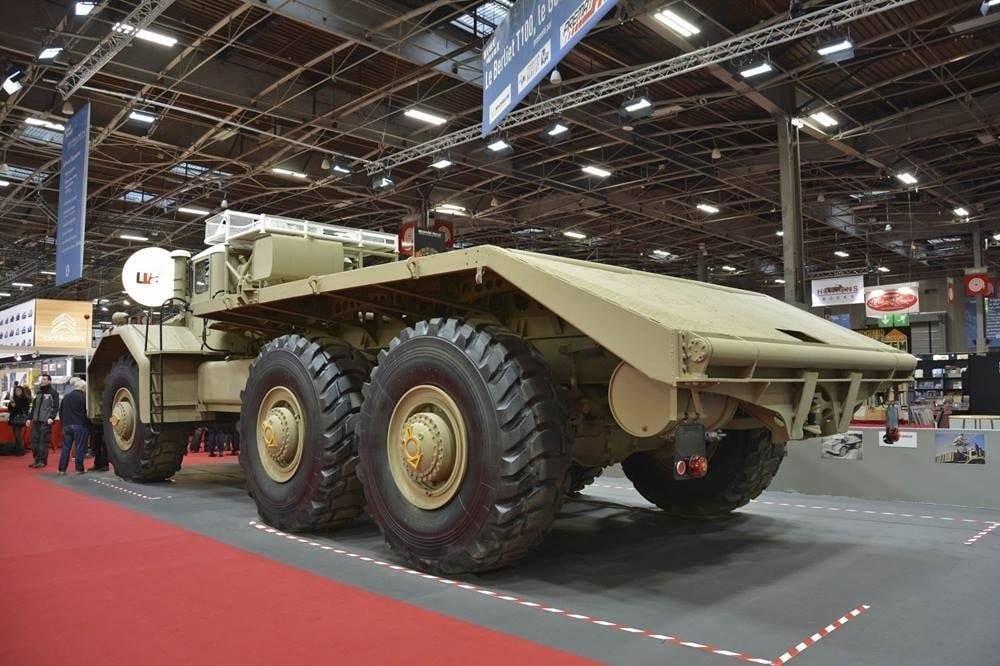 berliet-t100-gigantskij-francuzskij-gruzovik-byl-predstavlen-na-retromobile-2019