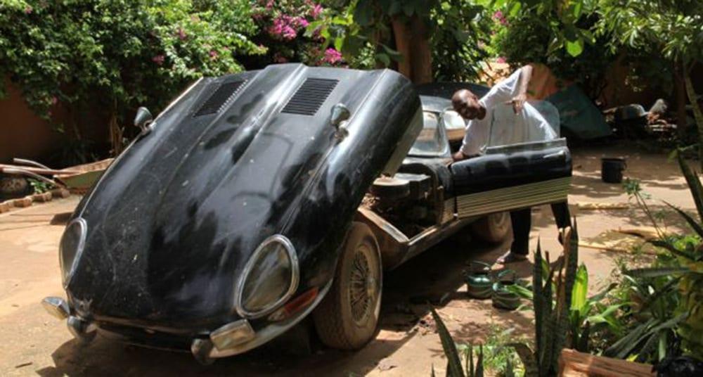vyzhivshij-v-afrike-jaguar-e-type