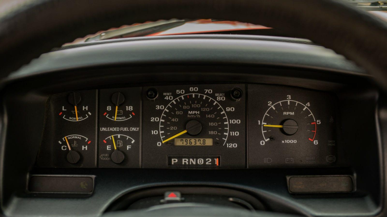 ford-f-150-svt-lightning-1993-1995-kvadratnaya-molniya