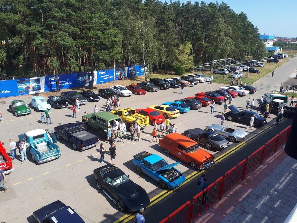 10-avgusta-myachkovo-gonki-na-klassike-russian-vintage-racing-ot-mad-buckets
